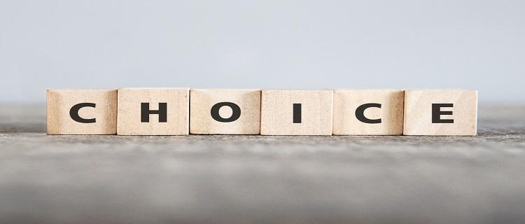 【CHOICE】という文字が印刷された積木