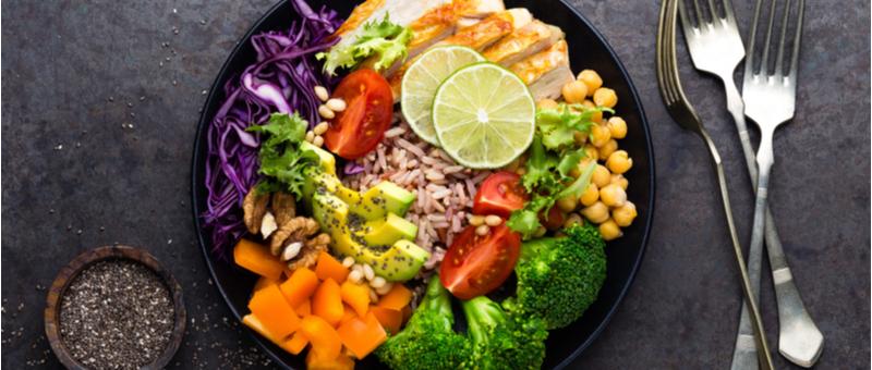 【食べて痩せる!】腹筋ダイエットに最適な食事は!?