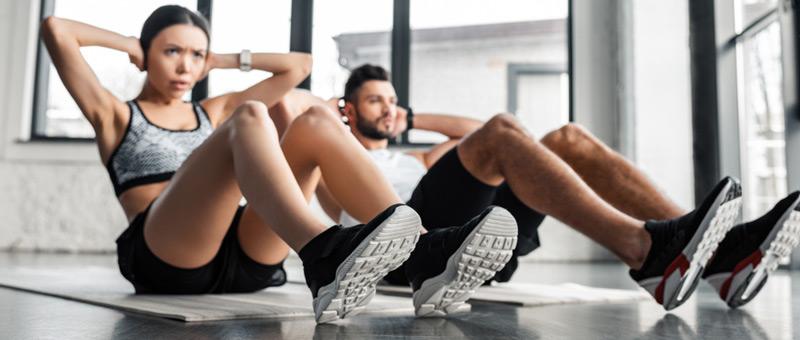 トレーニングをする男女 おすすめ 体験