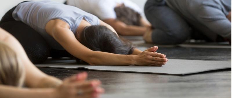 自律神経を整え、リラックスしたい人向けのヨガ