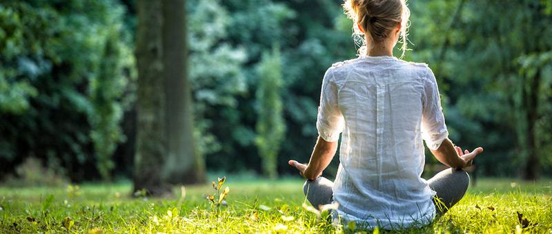 ヨガとは?心と身体のバランスを整える健康法